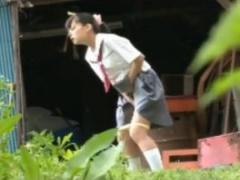 媚薬を盛られた女子校生が下校途中に発情を抑えきれずに下品なオナニーし...
