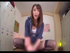 ロッカールームでギャルな桜井あゆが気持ちよさそうなフェラや手コキする