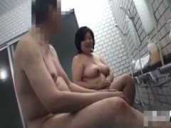素人デブ熟女 一般巨体爆乳主婦が無断で男湯侵入しうれしそうに無理やり知...