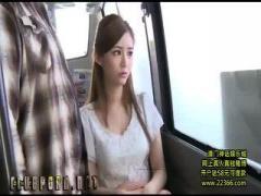 バスの中で脅されて無理やりチンコしゃぶらされた美人OL
