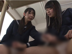 股間にチンポが生えてきてしまったふたなり女子校生たちがお互いのチンポ...