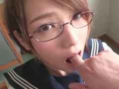 おじさんのねちねちしたセックスが好き 眼鏡をかけたショートカット激カワ...