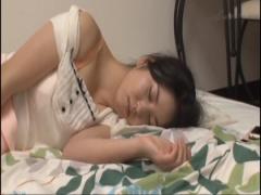 ぐっすり眠る実の姉を犯してしまう弟…目が覚めてもそれを受け入れてくれる...