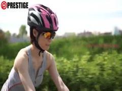 自転車乗りの体育会系美少女がスポコスのまま青姦