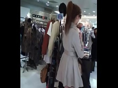 ハイレベルギャルのスカートの中を逆さ撮りパンチラ盗撮でTバッグパンティ...