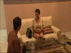 タイ古式マッサージ師とセックスする美人妻