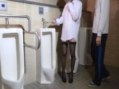 無修正素人個人撮影中出し ガチ一般不倫セフレ真性ドM人妻を公衆トイレに...