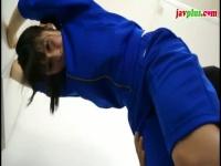 黒髪制服美少女がフェラ体操服の下に縞パン尻コキニーハイソックス脚で足コキ