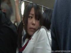 女子校生 ツインテールのセーラー服JKが電車で琥珀うたにレズ痴漢される ...