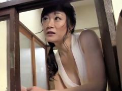熟女 美魔女で未亡人は、隣人の若い肉棒が欲しい 酔わせて誘惑 膣内射精