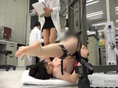 女子社員で検証! 電マを股間に固定して刺激し続けたら?