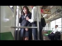 露出痴漢プレイ 一般人のいる電車内で恥部を晒し弄られ感じる変態女!