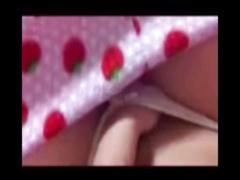 自撮りオナニー! いちごパジャマの美乳おっぱい女の子 乳首をいじり、息も荒く可愛い声で喘ぎながらおまんこく...