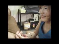 M男から手コキで簡単に精液を搾り取る痴女お姉さんの動画