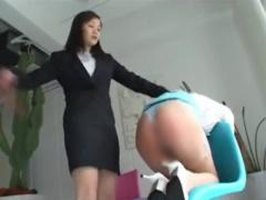 社内教育でムチムチ美尻をスパンキングするお姉さま!
