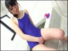 JKスク水オナニー お風呂で美少女ちっぱいスクール水着女子校生を手マンし...