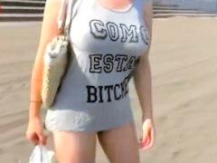 地元のビーチでTシャツ越しでも巨乳とわかる若妻をヤリ部屋に連れ込み寝取...