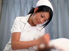 もっと強く? 一人でオナニー出来ない患者の為に優しく射精に導いてくれる...