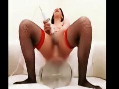 熟女自慰 47歳熟女が電マとぶっとい玩具二刀流で熟マンズボズボしながら痙...