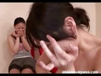 友人の前で巨乳素人娘が顔を真っ赤にしてパイ射セックス