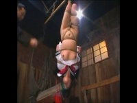 逆さ吊りで鞭で打たれてイッちゃう変態女子校生