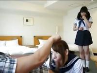教え子JK2人を制服のままホテルに連れ込み3Pで奉仕させ...