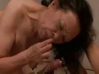 七十路の超高齢熟女が失神寸前セックス! 硬直痙攣して倒れそう!