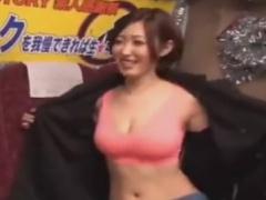 ホットパンツ痴女の乳首舐め手コキで強制射精させられるM男動画
