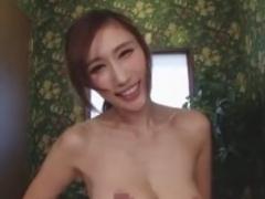 巨乳痴女の手コキ亀頭攻めで男の潮吹きをさせられるM男動画