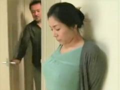 ヘンリー塚本 人妻は、ノーブラで乳首をポチさせて迫られるのを持っている!