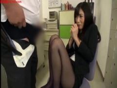 黒パンスト美脚OLのお姉さんが勃起した肉棒を足コキ! !