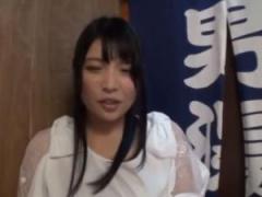 巨乳のお姉さんがタオル1枚で男湯に入るミッション決行! !