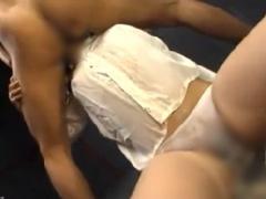 飲尿イラマ拷問 強制イラマで嘔吐し小便を飲まされ口内射精をされるマゾ便器!