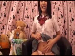 女子個性 制服JK浜崎真緒がライブチャットでオナニー披露 さらにディルド...