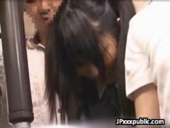 JK 部活帰りのツインテール制服女子校生が電車で痴漢され中に来ていたスクール水着越しに手マンされておしっこ...