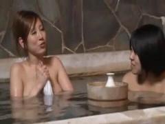 混浴と間違えて入った女湯にほろ酔いの巨乳美女がいたので勃起チンポを見せつけたら擦り寄ってきた