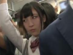 通学電車で巨乳のJKを痴漢動画