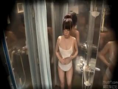 MM号 海水浴場で友達同士の男女をナンパ。激カワ女子大生がオイル素股体験で生挿入されて中出しされる様子をモ...