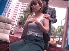 人妻ナンパ 旦那がすぐ外で待っているのに、若いイケメンチンポでイキまくる不貞妻の浮気セックス