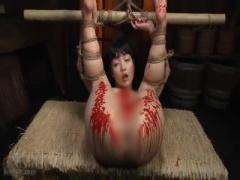 縄 女囚拷問 緊縛アナル責めでビロビロになった肛門に...