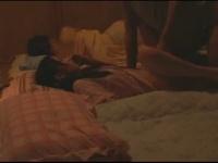 ちっぱいでめちゃかわな妹が姉も隣で寝ている中、おっさんとセックス