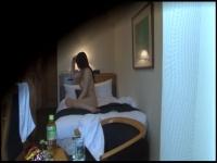 色白で抱き心地のよさそうなデリヘル嬢をホテルに呼んで盗撮本番エッチ