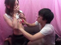 チ○ポ勃起で罰ゲーム! 男友達を赤面しながら手コキする素人娘