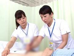 ベテラン熟女看護師が患者に手コキ射精処置を施し若い看護師さんに手本を...
