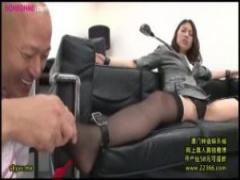美人OLが社長室に呼び出され卑猥な格好で緊縛セクハラされる