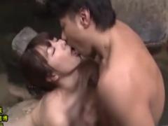 三十路熟女 混浴露天風呂でディープなキスから野外セックス
