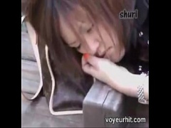 公園のベンチで泥酔するむっちりミニスカギャルにぶっかけて逃げるwwww