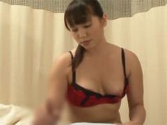 巨乳看護師が性交治療と称して手コキご奉仕!
