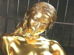 巨乳グラマラスボディの美女が金粉まみれになりながらの濃密セックス!
