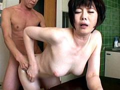 熟女業界No.1のピンク乳首と白い肌! 若い男と不倫セックス4本番!
